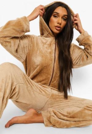 Minkštas, švelnus ir labai šiltas rudos spalvos moteriškas kombinezonas