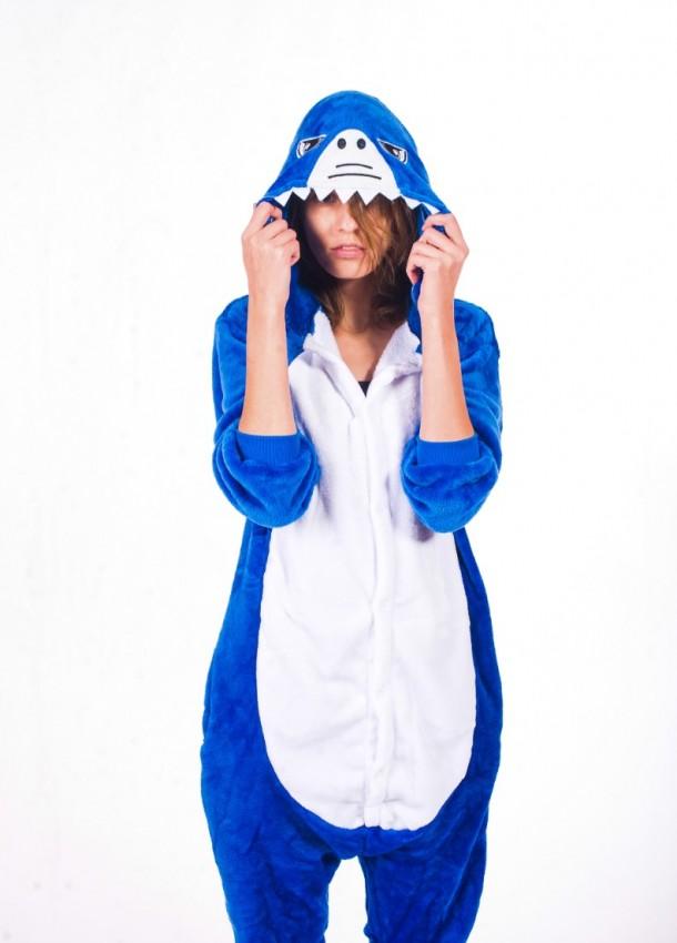 Mėlynai baltos spalvos kombinezonai rykliai skirti moterims